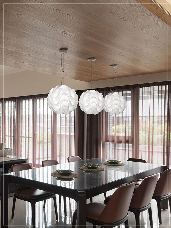 Modular Pendadnt Lamp Shade Wave in a Dining Room.