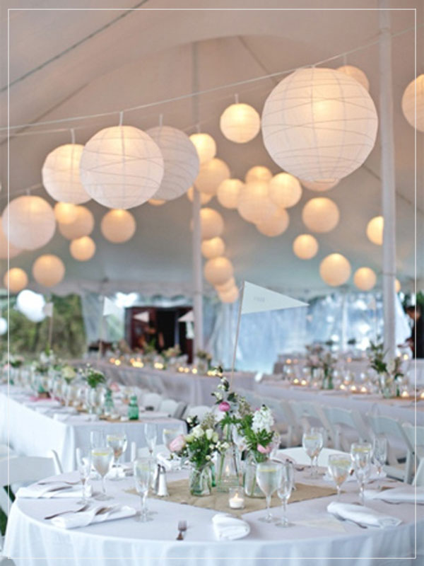 Pendant lantern in white colors for wedding decoration.