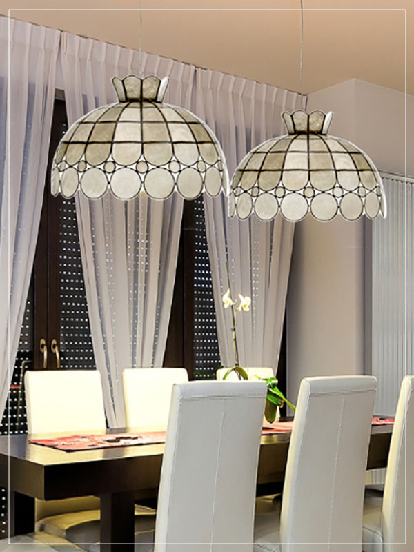 Pendant Tiffany style lampshade Dollar in a dining room.