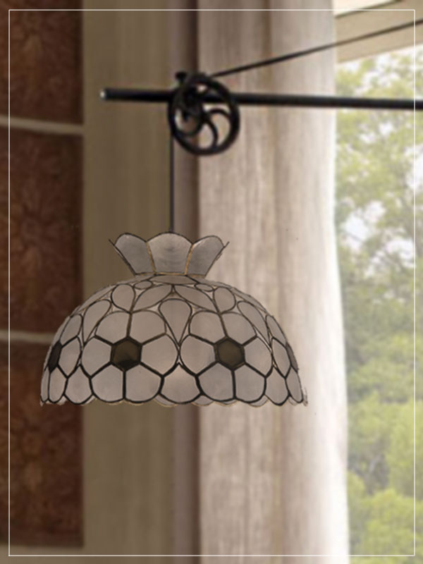 Pendant Tiffany style lampshade Daisy in a house.